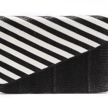 """<p>If you are a big <em>SATC </em>an you know the fabulous Carrie Bradshaw wore one of Adriana Castro's bags in the <em>Sex and the City 2</em>, so obvi all her <em>bolsas</em> are fab. We're loving this black and white clutch.</p><p> </p><p>$995, <a href=""""%20https://adrianacastroonline.com/collection.php?collection_in=Spring%20/%20Summer%2013"""" target=""""_blank"""">Adriana Castro</a></p><p> </p>"""