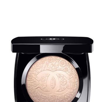<p>The pattern is chicer-than-chic, the hue is champagne-shimmery, and the scent is vaguely rosy. If we could mate with this skin-perfecting powder, we would.</p>