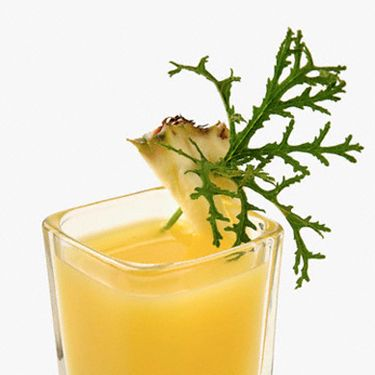 <i>2 oz. pineapple juice<br />
