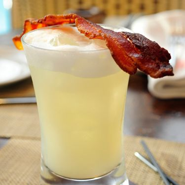 <i>1½ oz. bacon infused gin<br />