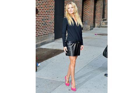 Clothing, Sleeve, Shoulder, Textile, Outerwear, Human leg, Style, Collar, Street fashion, Knee,