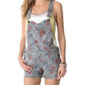 <p>Rock two trends at the same time with these floral overalls. Go with a sweet look by pairing it with flats.</p>