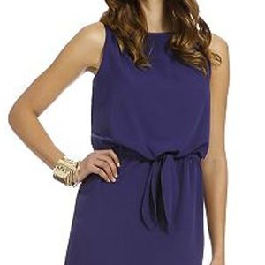 <p>Daisy Fuentes has managed to get simplicity at it's best. This basic navy dress will give your <em>cintura</em> just the right amount of hug. </p>
