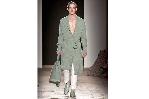 Sleeve, Collar, Textile, Outerwear, Coat, Style, Bag, Street fashion, Blazer, Pattern,