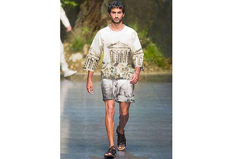 Clothing, Sleeve, Fashion, Street fashion, Knee, Sandal, Bermuda shorts, Calf, Fashion model, Fashion design,