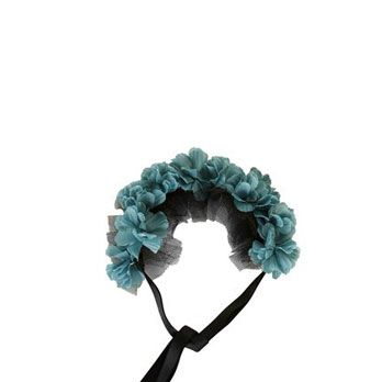 <p>We're obsessed with the crazy-sexy, unexpected color of this oversized, lush garland. And the black mesh tie gives it a dark, Dita Von Teese feel.</p>