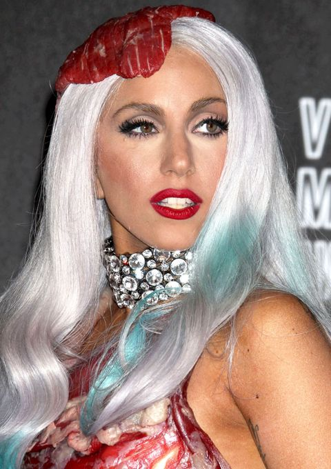 <p>The meat dress! Ladies, this woman actually wore a slab of raw beef on her wig. That's a beauty warrior. And the makeup was flawless: sculpted eyes and a bold, matte scarlet lip.</p>