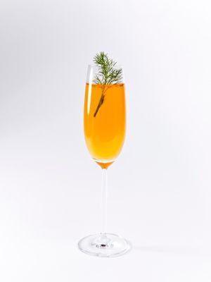 Liquid, Drinkware, Fluid, Glass, Stemware, Barware, Drink, Tableware, Amber, Wine glass,