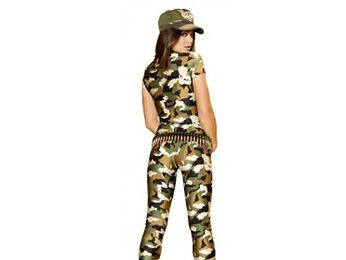 Camouflage, Military camouflage, Brown, Cap, Sleeve, Shoulder, Joint, Khaki, Standing, Style,