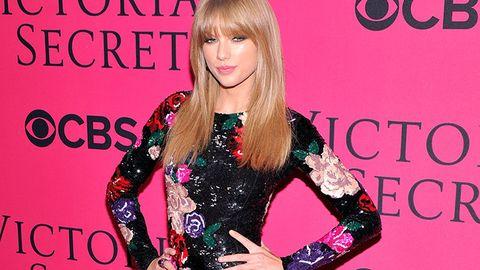 Arm, Dress, Bangs, Blond, Bracelet, Long hair, Brown hair, Makeover, Hair coloring, Step cutting,