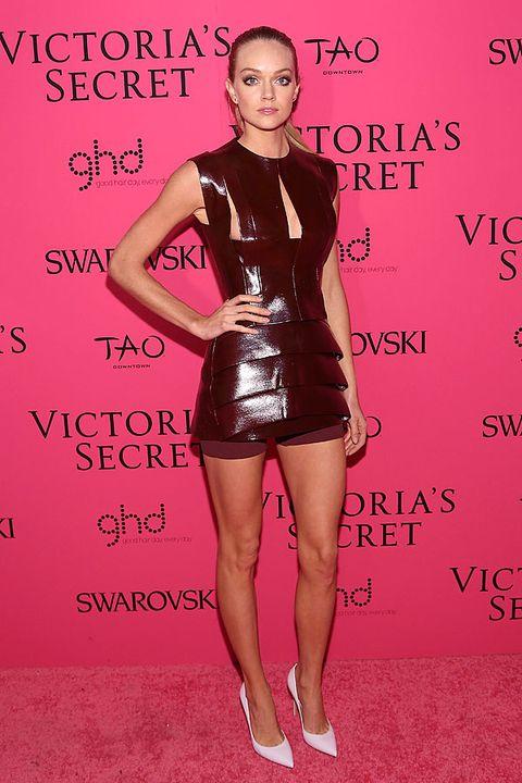 Human body, Shoulder, Red, Joint, Human leg, Pink, Style, Waist, Dress, Thigh,