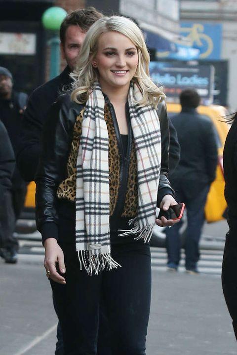 Trousers, Textile, Coat, Outerwear, Jacket, Bag, Style, Street fashion, Street, Fashion,