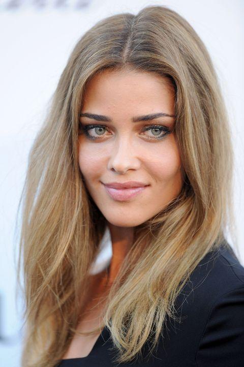 Lip, Hairstyle, Eye, Chin, Forehead, Eyebrow, Eyelash, Iris, Beauty, Long hair,