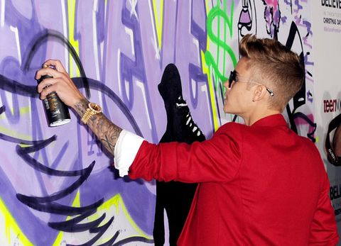 Arm, Hand, Purple, Wrist, Violet, Magenta, Graffiti, Gesture, Visual arts, Bracelet,