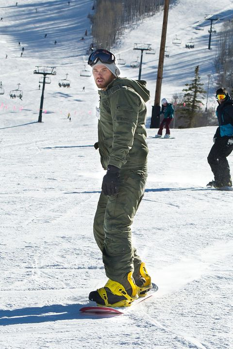 Winter, Recreation, Outerwear, Jacket, Snow, Outdoor recreation, Winter sport, Headgear, Freezing, Goggles,