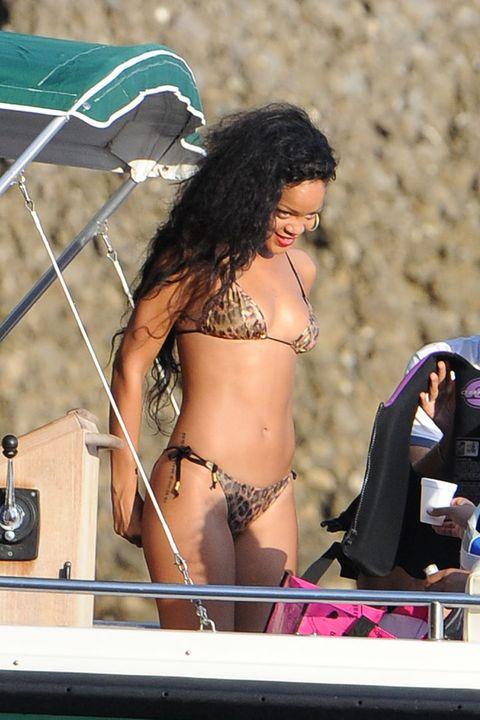 Brassiere, Chest, Navel, Bikini, Abdomen, Undergarment, Lingerie, Trunk, Black hair, Thigh,
