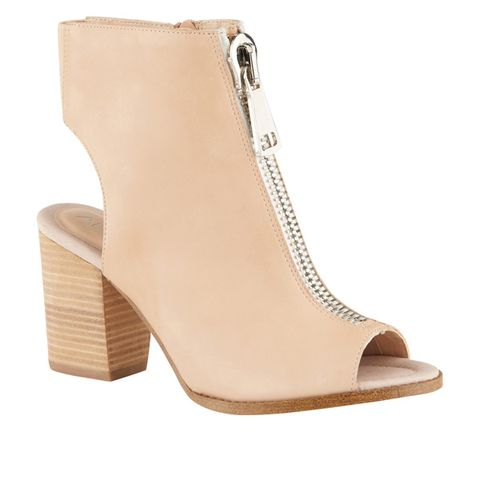 Brown, Boot, Tan, Khaki, Beige, Leather, Fawn, Synthetic rubber, Foot,