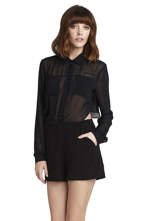 Sleeve, Collar, Shoulder, Joint, Standing, Human leg, Waist, Style, Bangs, Knee,