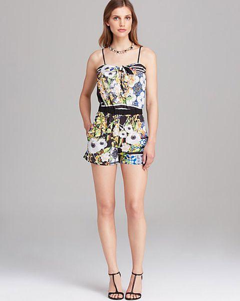Clothing, Leg, Skin, Human leg, Shoulder, Joint, Waist, Style, Fashion model, Knee,