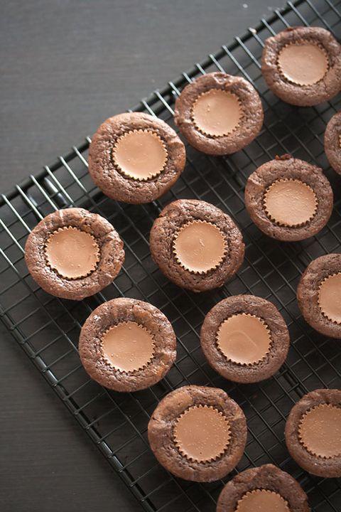 Beige, Peach, Cake, Dessert, Circle, Baking cup, Recipe, Cooking, Baking, Baked goods,