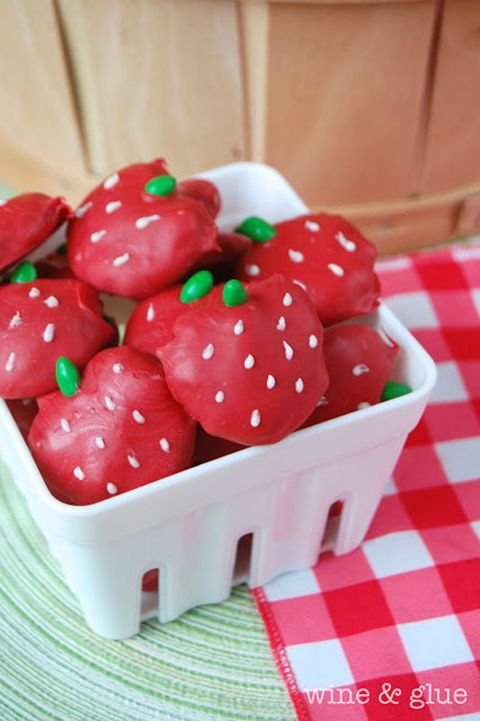 Food, Produce, Fruit, Pattern, Ingredient, Natural foods, Carmine, Strawberry, Home accessories, Berry,