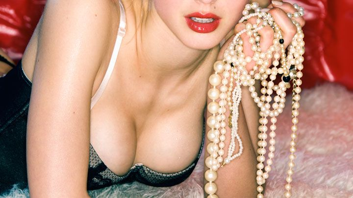 Pearl necklace sex trick