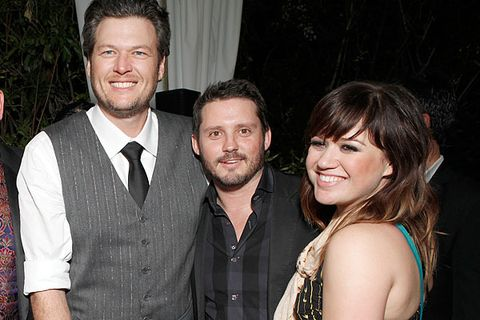 More Couples Like Kelly Clarkson And Her Fiance Are Having Family Members Friends Officiating Their Weddings