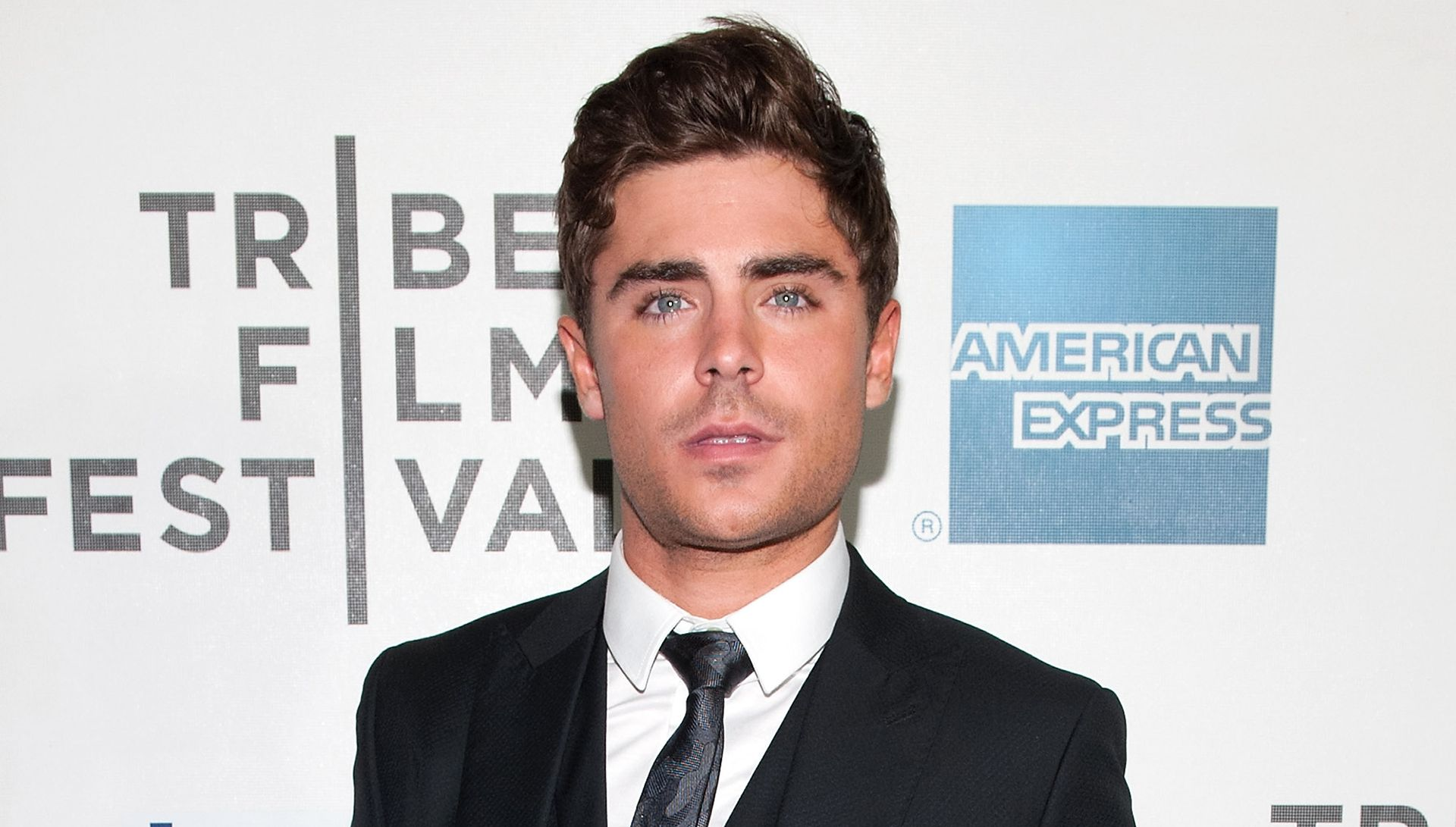 Zac Efron works out with a broken jaw - Zac Efron broken jaw workout