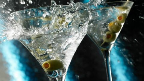 Fluid, Liquid, Glass, Drinkware, Drink, Alcoholic beverage, Alcohol, Barware, Classic cocktail, Tableware,