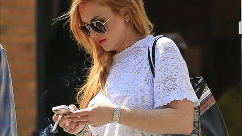 Lindsay Lohan Texting