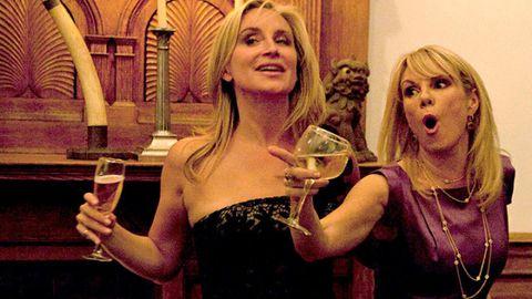 Stemware, Drink, Barware, Blond, Jewellery, Drinkware, Distilled beverage, Alcoholic beverage, Wine glass, Layered hair,