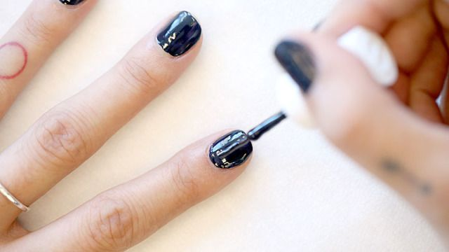 21 nail painting tips how to paint your nails at home solutioingenieria Choice Image
