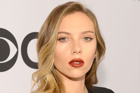 We've just discovered our new favorite lip color: maroon shimmer! At the Tony Awards, the star paired her smoldering pout with twinkly champagne eye shadow.