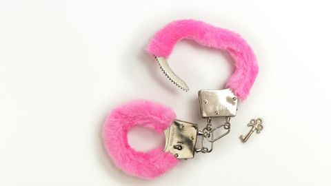 15 Things Women Think When Bringing Handcuffs into the Bedroom