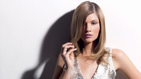 Lip, Hairstyle, Shoulder, Eyebrow, Eyelash, Step cutting, Beauty, Fashion, Neck, Long hair,
