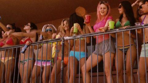People, Fun, Human body, Thigh, Abdomen, Sun hat, Trunk, Blond, Fedora, Boot,