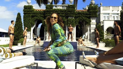 Leg, Human, Human body, Leisure, Summer, Tourism, Thigh, Sitting, Sunglasses, Vacation,
