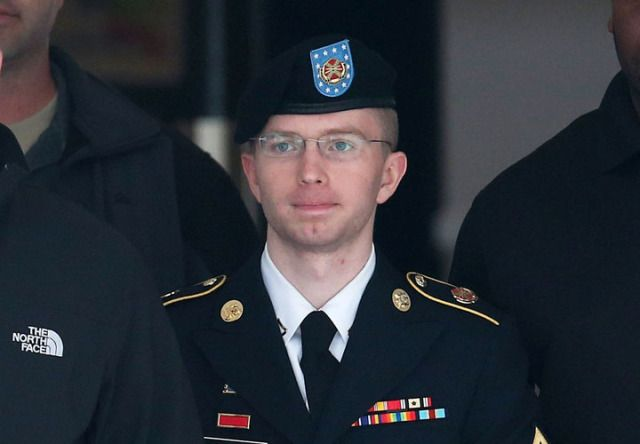 Bradley Manning Says She Wants To Live As A Woman, Changes ...