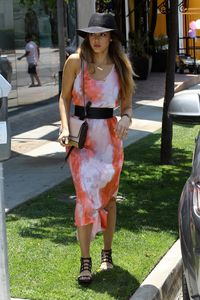 <p>And you thought tye dye was totally 90s. Jessica pulls it off with a chic black fedora.</p>