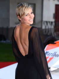 <p>Chris Hemsworth's wife, born in Madrid, is one hell of a bombshell. </p>