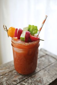 <p>Fesh carrot juice <br />Bloody Mary mix<br />2 ounces Numi Carrot Curry Savory Tea-infused tequila**<br />Worcestershire sauce <br />Tabasco sauce<br />Lime <br />Fresh veggies for garnish <br />Black pepper</p>