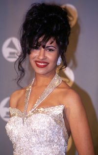 <p>Selena at the 1994 Grammys. </p>