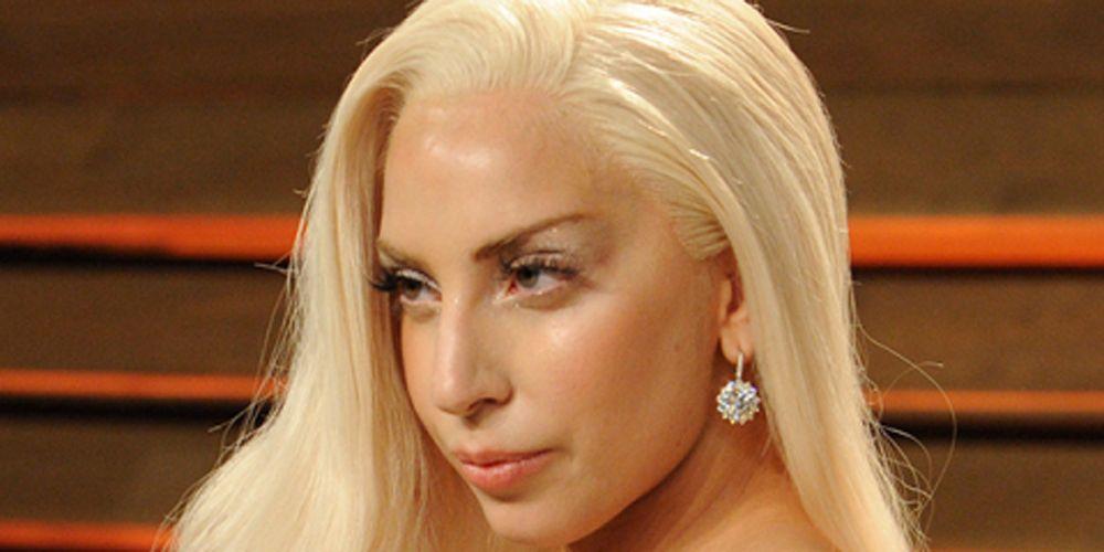 Zeer Lady Gaga's bizarre sticky tape facelift EM72