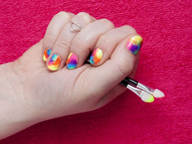 DIY nail art: rainbow tie-dye - DIY Nail Art: Rainbow Tie-dye In Five Easy Steps