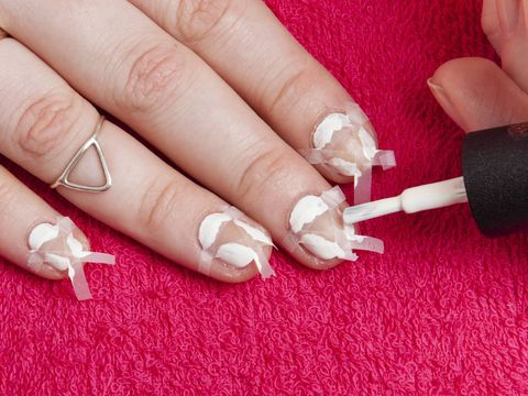 Diy nail art how to nails using tin foil and scotch tape diy nail art negative space using tape and tin foil solutioingenieria Image collections