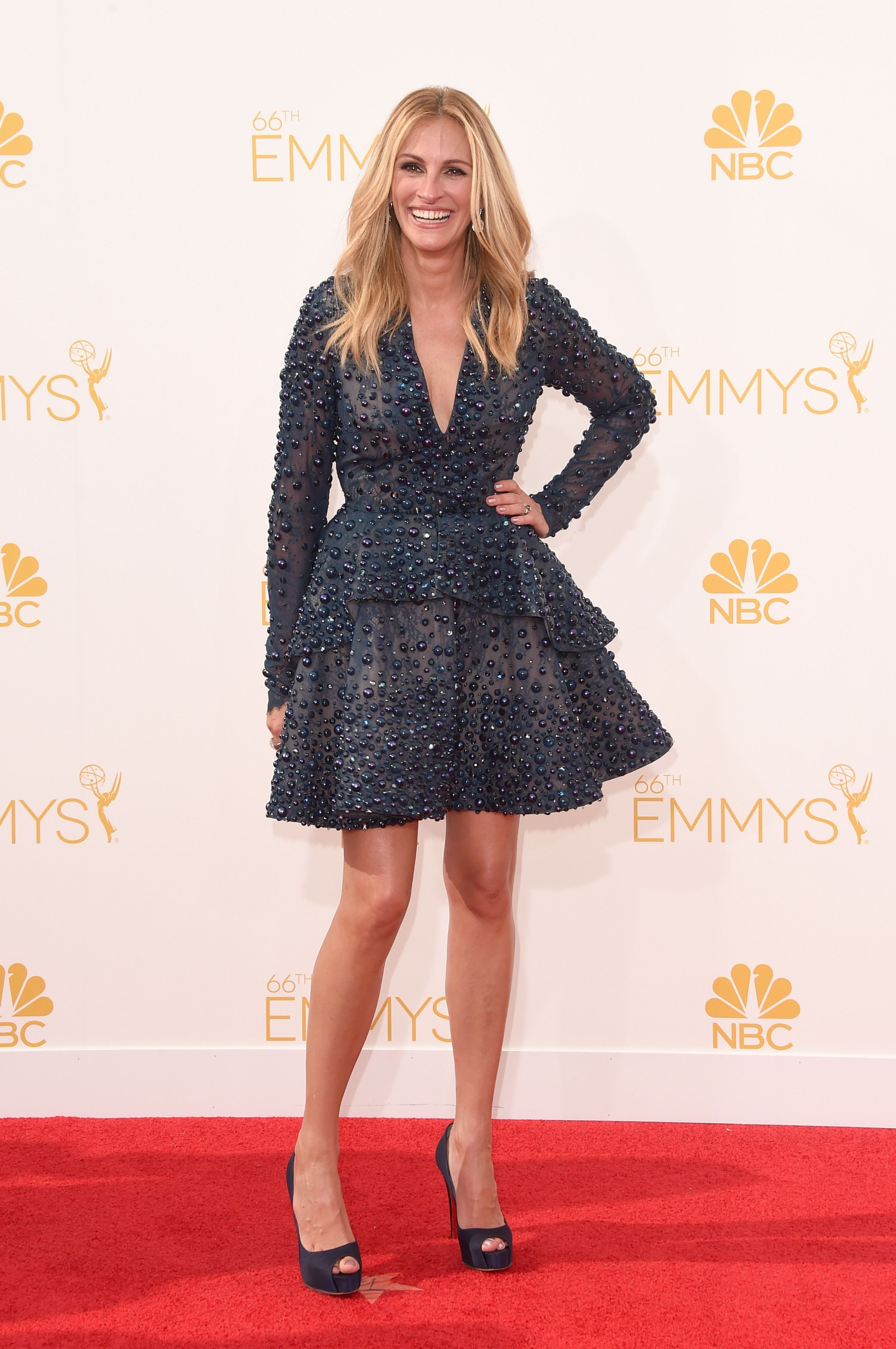 Julia Roberts kills it at the Emmy Awards in mini dress