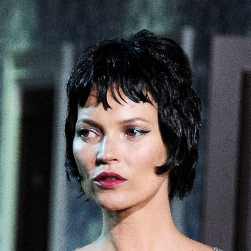 Kate Moss black cropped wig on the Louis Vuitton AW/13 runway