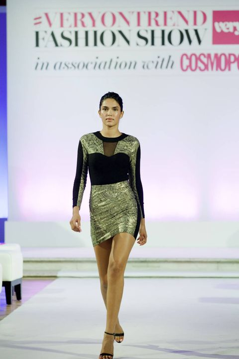 Fashion show, Shoulder, Human leg, Joint, Runway, Dress, Style, Waist, Fashion model, Fashion,