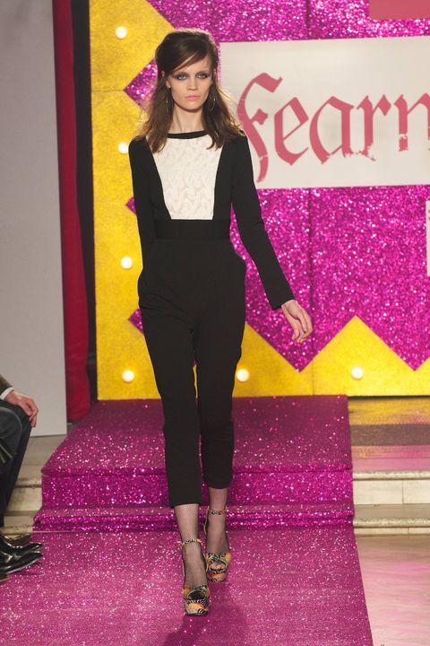 Magenta, Pink, Purple, Style, Violet, Fashion accessory, Carpet, Fashion model, Fashion, Waist,