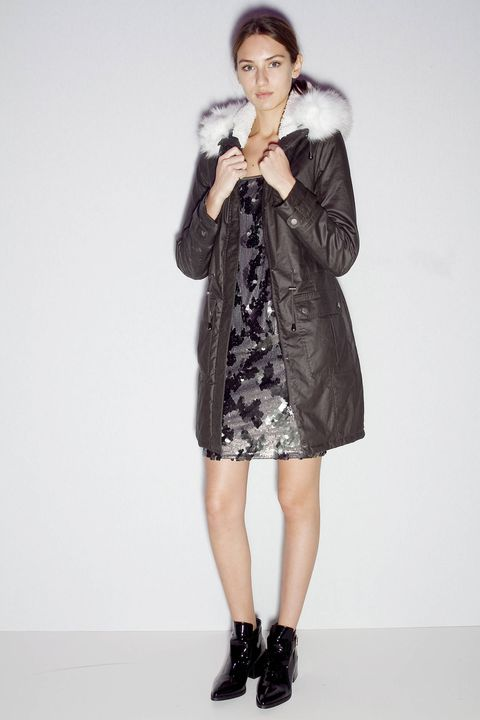 Clothing, Sleeve, Shoulder, Joint, Dress, Outerwear, Style, Knee, Fashion model, Jacket,